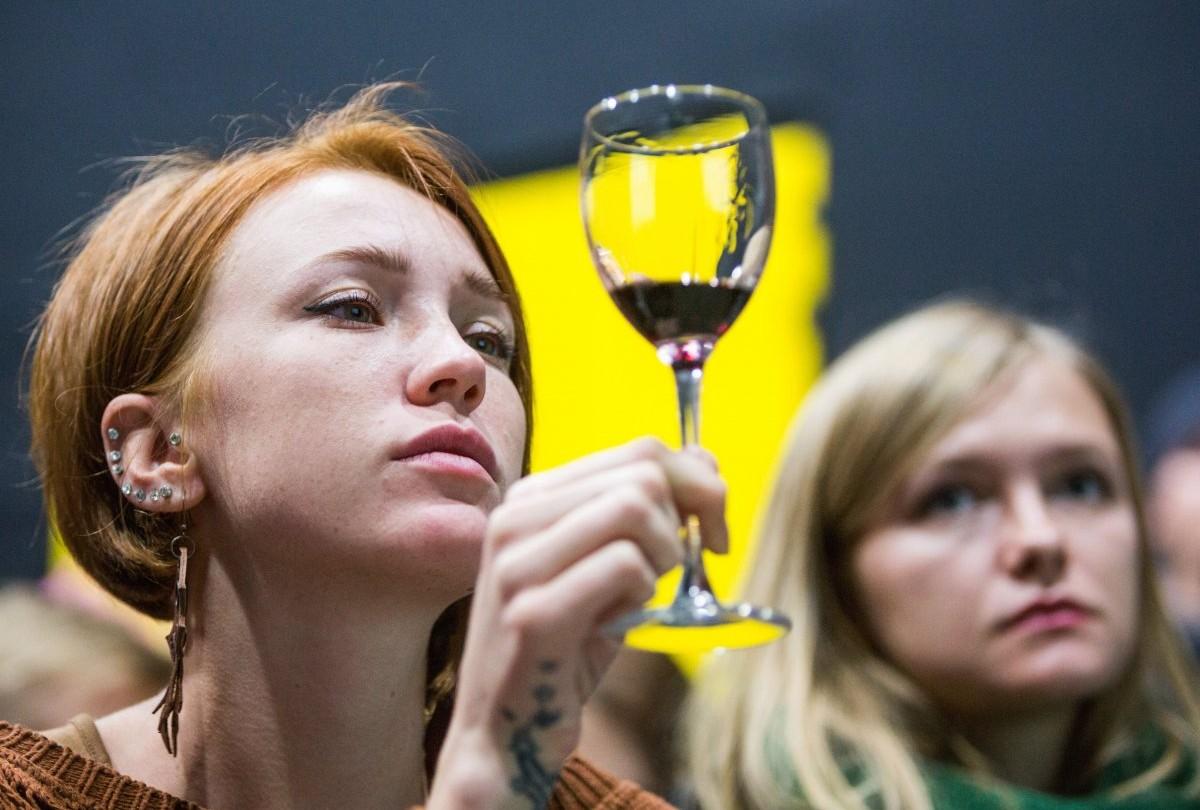 Компонент красного вина способен восстановить гормональный баланс / Фото: УНИАН