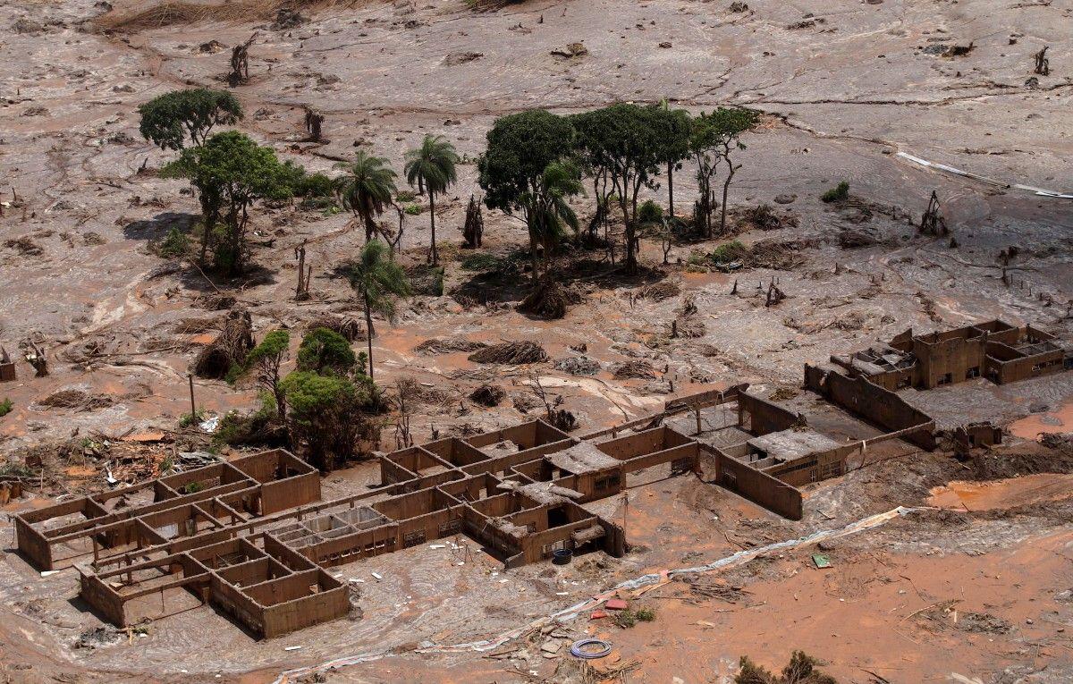 Прорыв дамбы на шахте в Бразилии повлек за собой гибель 19 человек / REUTERS