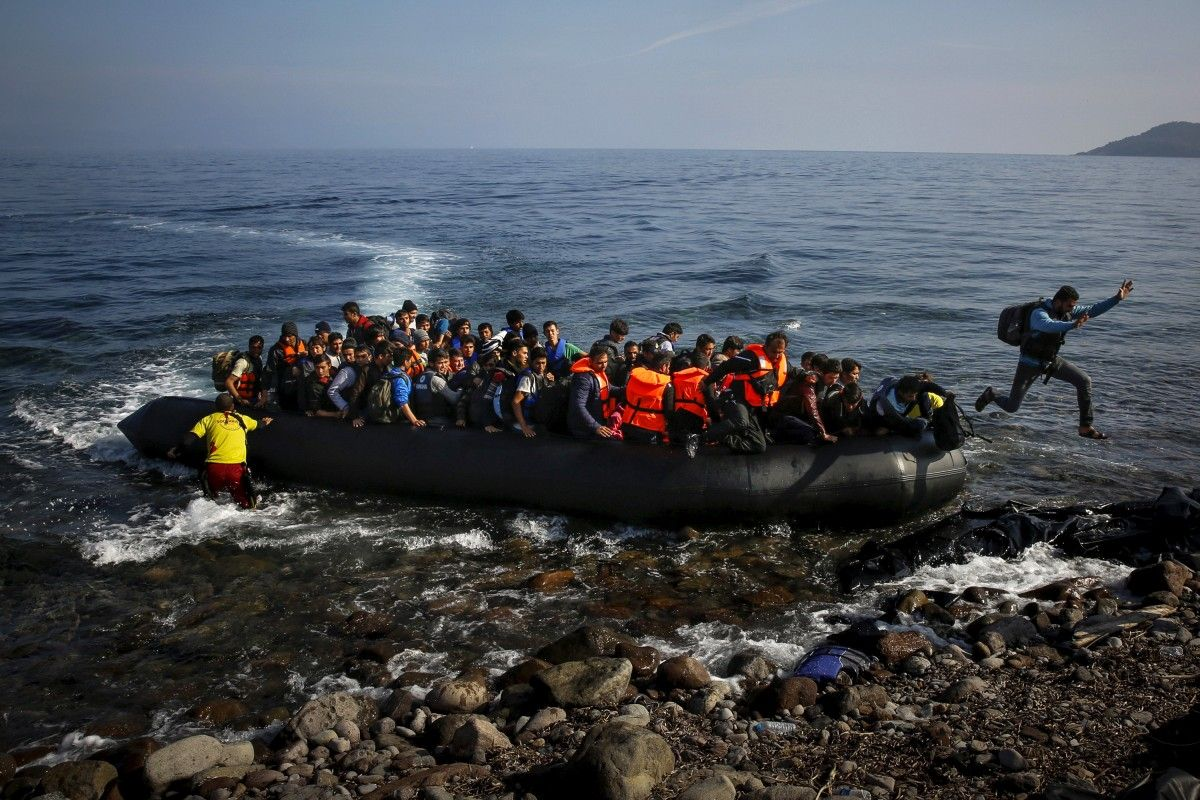 A boat with migrants at the Greek island of Lesbos / REUTERS