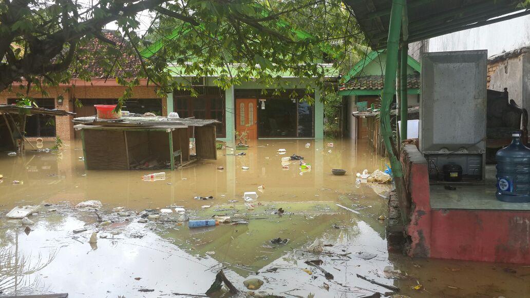 Ливень затопил индонезийский город Бандунг / twitter.com @BNPB_Indonesia