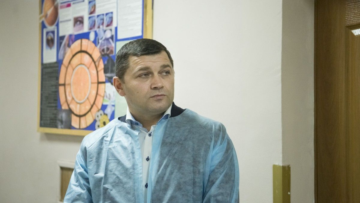 Николай Поворозник во время визита в больницу / Фото kievcity.gov.ua