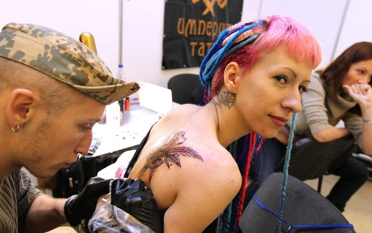 У мережі жінка попросила поради з приводу майбутнього татуювання свого п'ятирічного сина