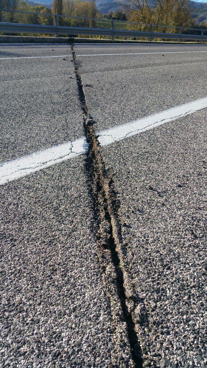 У містах поблизу епіцентру повідомляють про значні руйнування / twitter.com/giornaleprociv