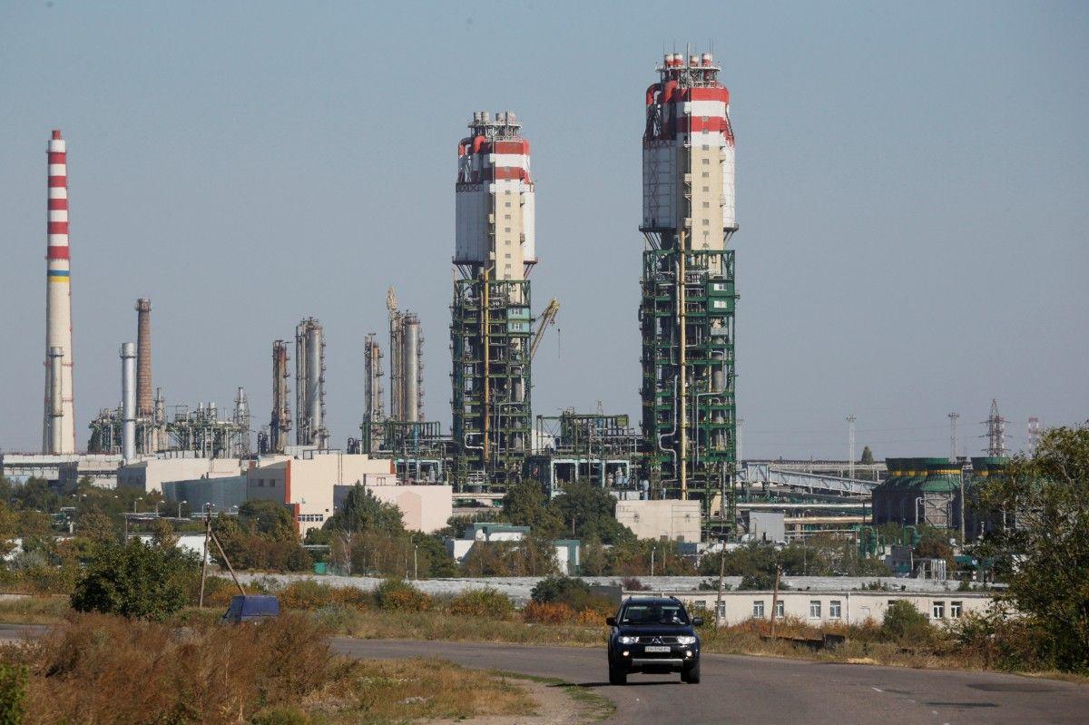 Кабмин хочет приватизировать Одесский припортовый завод до конца года / REUTERS