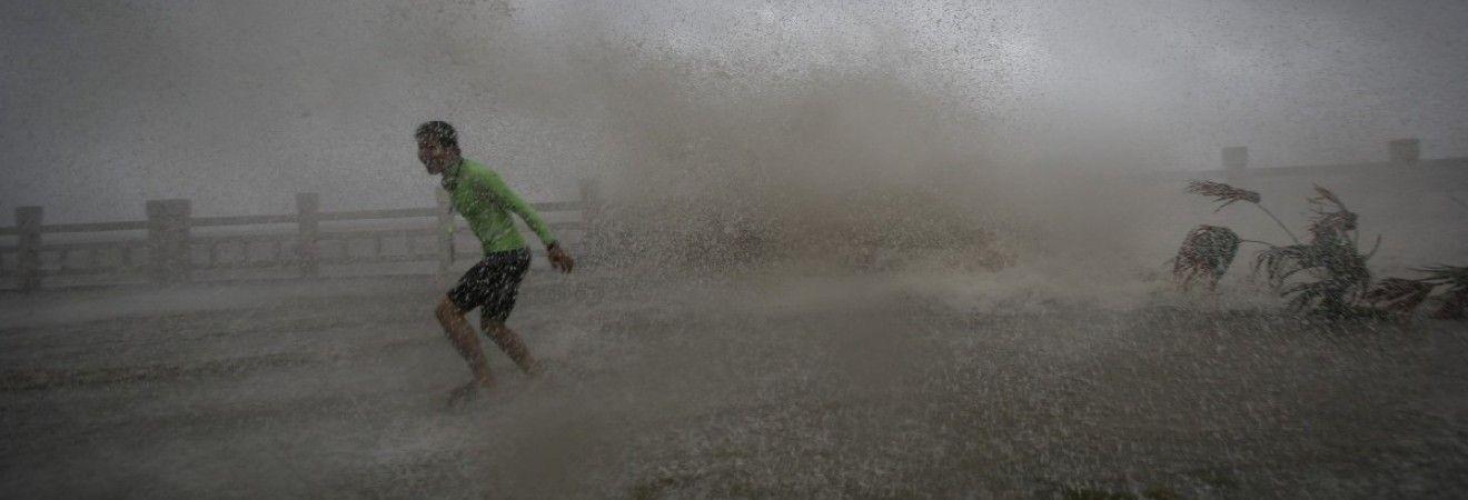 """Тайфун """"Сарика"""" обрушился на Китай"""