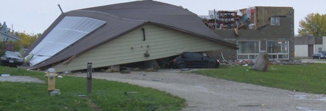 Шторм в Онтарио оставил тысячи потребителей без электричества (фото, видео)