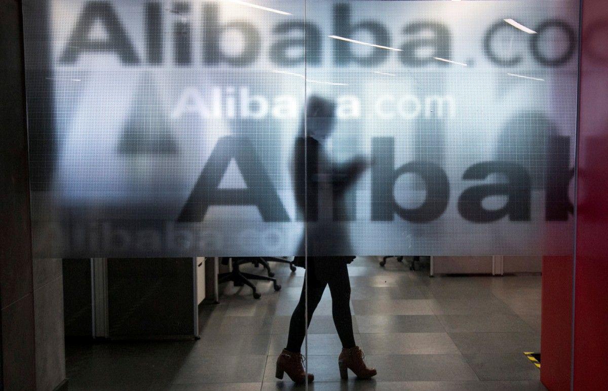 Также от Alibaba могут потребовать избавиться от некоторых активов, которые не связаны с основным бизнесом/ Иллюстрация REUTERS