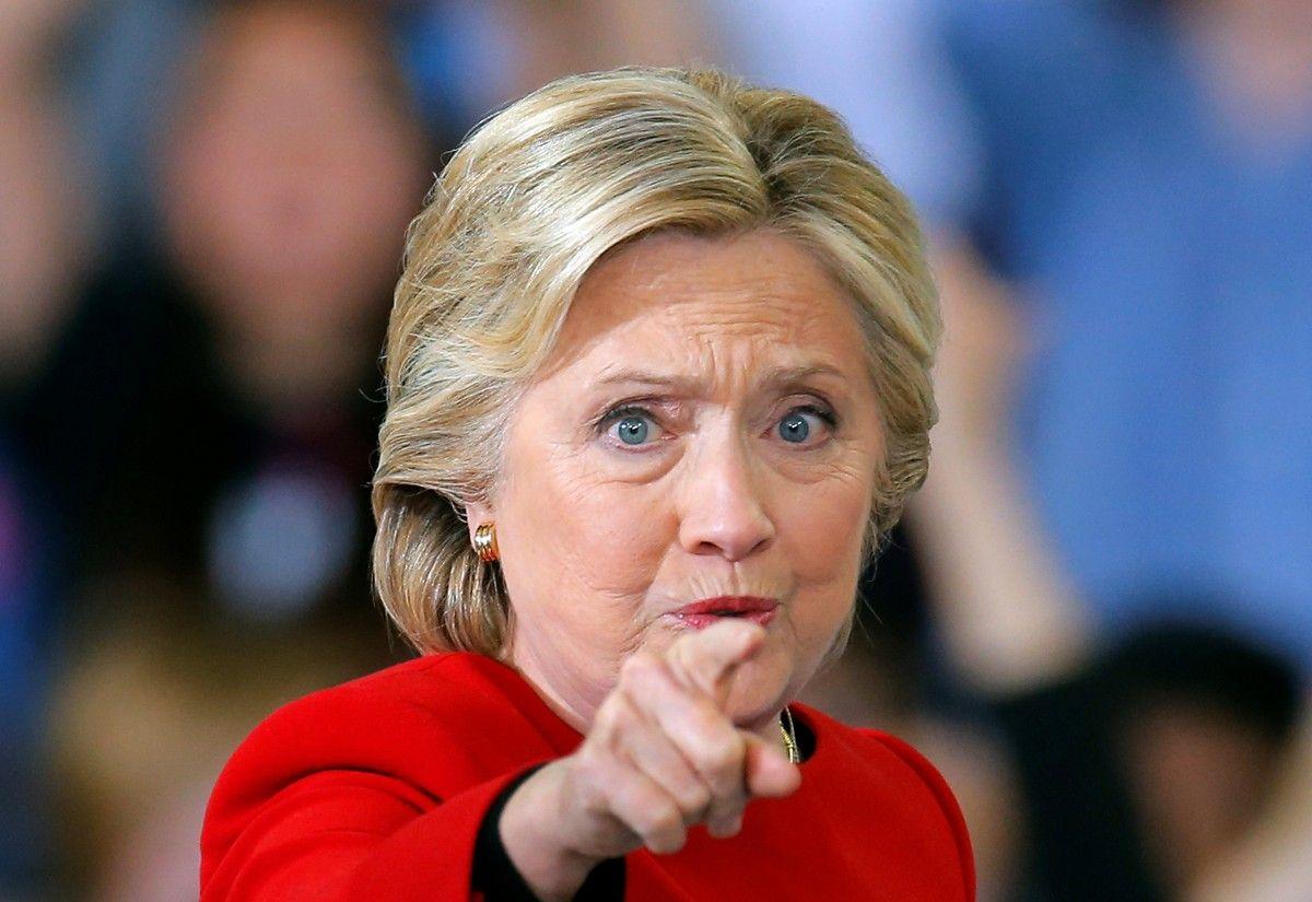 Хиллари Клинтон на встрече с избирателями в Северной Каролине накануне выборов / REUTERS