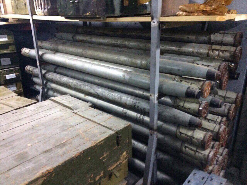 Под Киевом нашли подземное хранилище с оружием и БТРом / facebook.com/kyiv.gp.gov.ua
