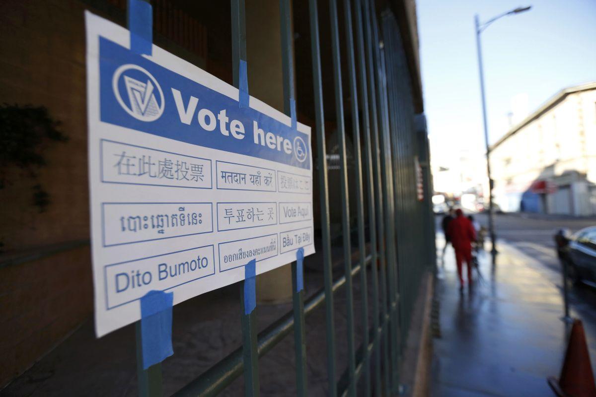 Хакеры из РФ проникли, по крайней мере, в одну государственную базу регистрации избирателей / REUTERS