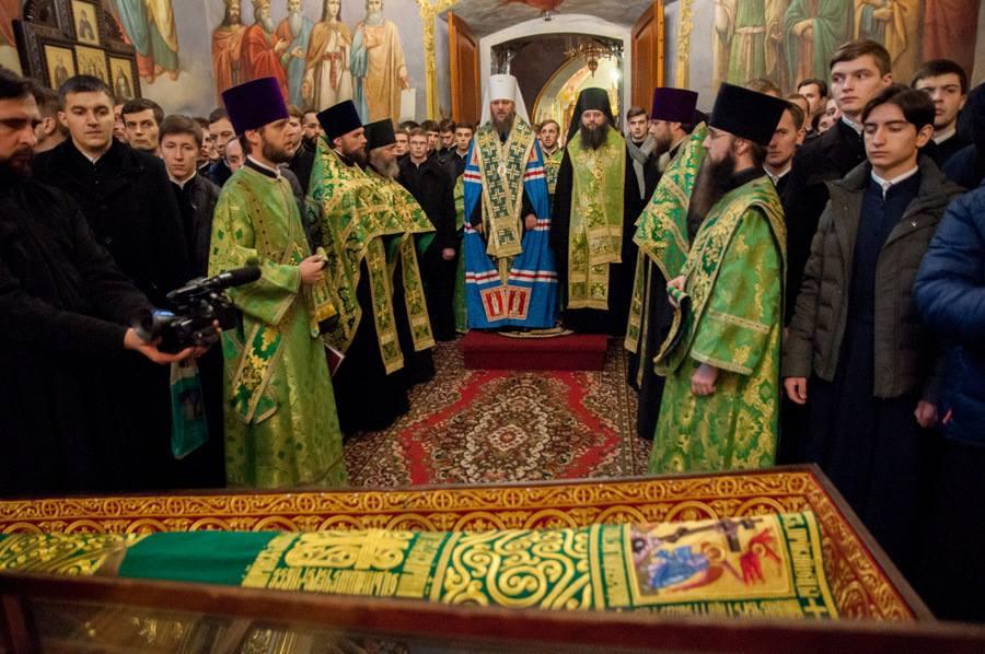 Молебен перед мощами преподобного Нестора Летописца в Киево-Печерской лавре. 8 ноября 2016 г. Фото