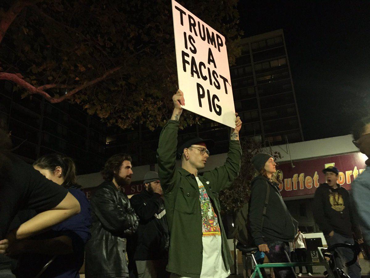 В городах Калифорнии протестуют после победы Трампа / twitter.com/GillianNBC