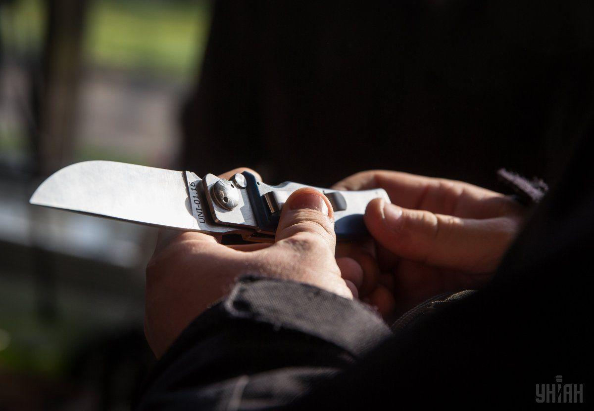 Военнослужащий ранил ножом двух человек, среди которых полицейский / УНИАН