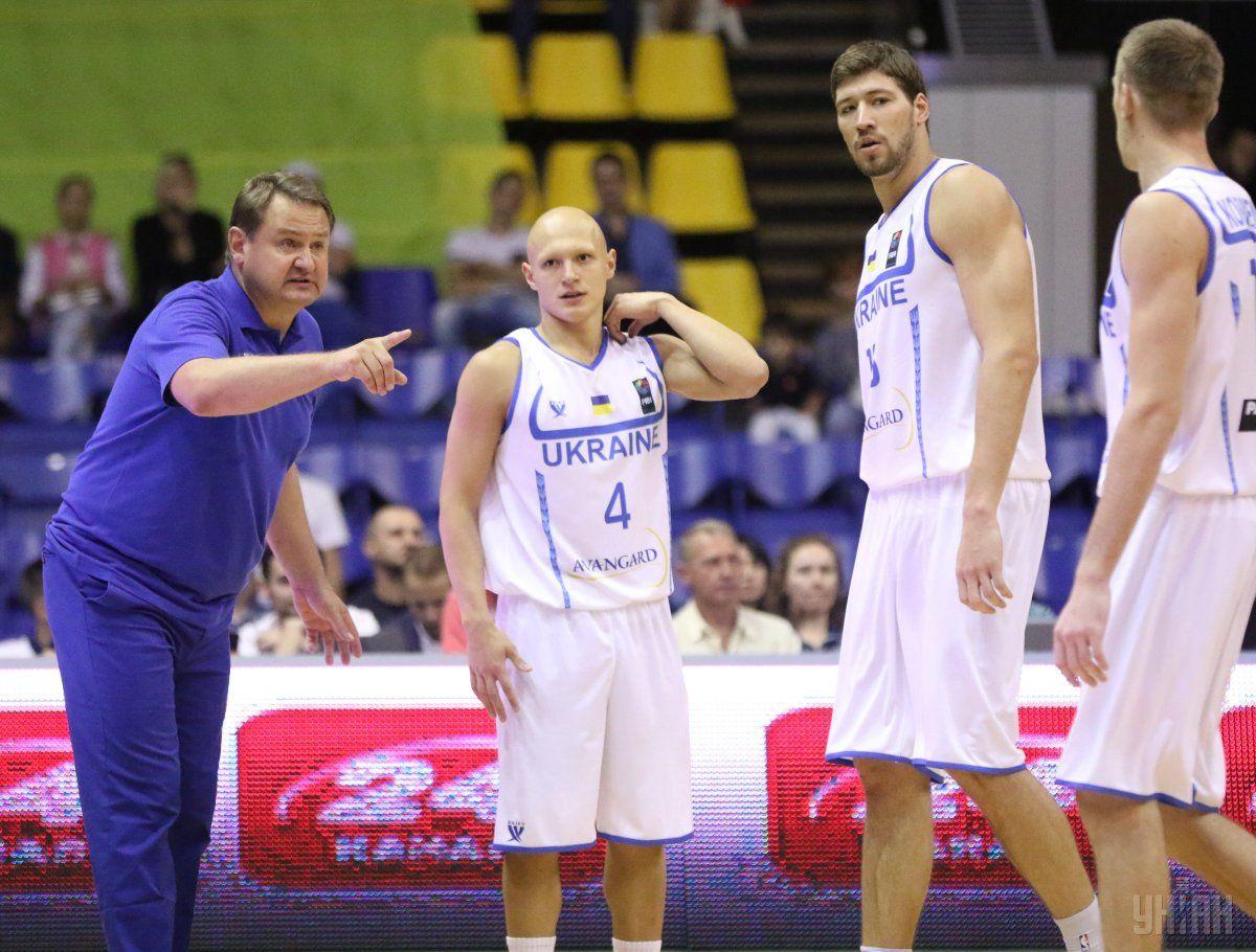 Мурзин и игроки сборной Украины по баскетболу / Фото УНИАН