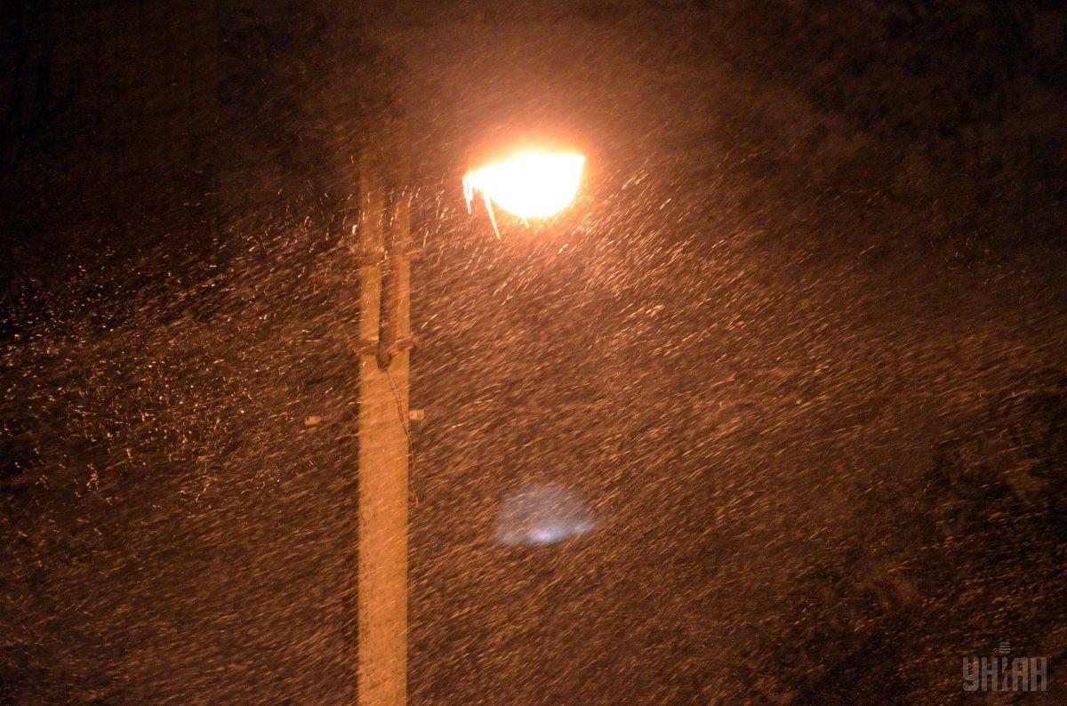 Из-за непогоды без электроэнергии остались 60 населенных пунктов / Фото УНИАН