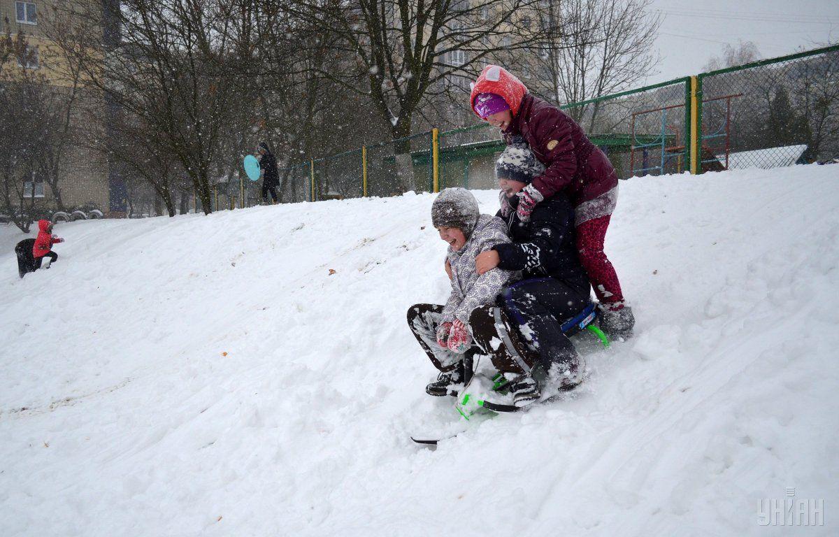 Україну накрив потужний снігопад