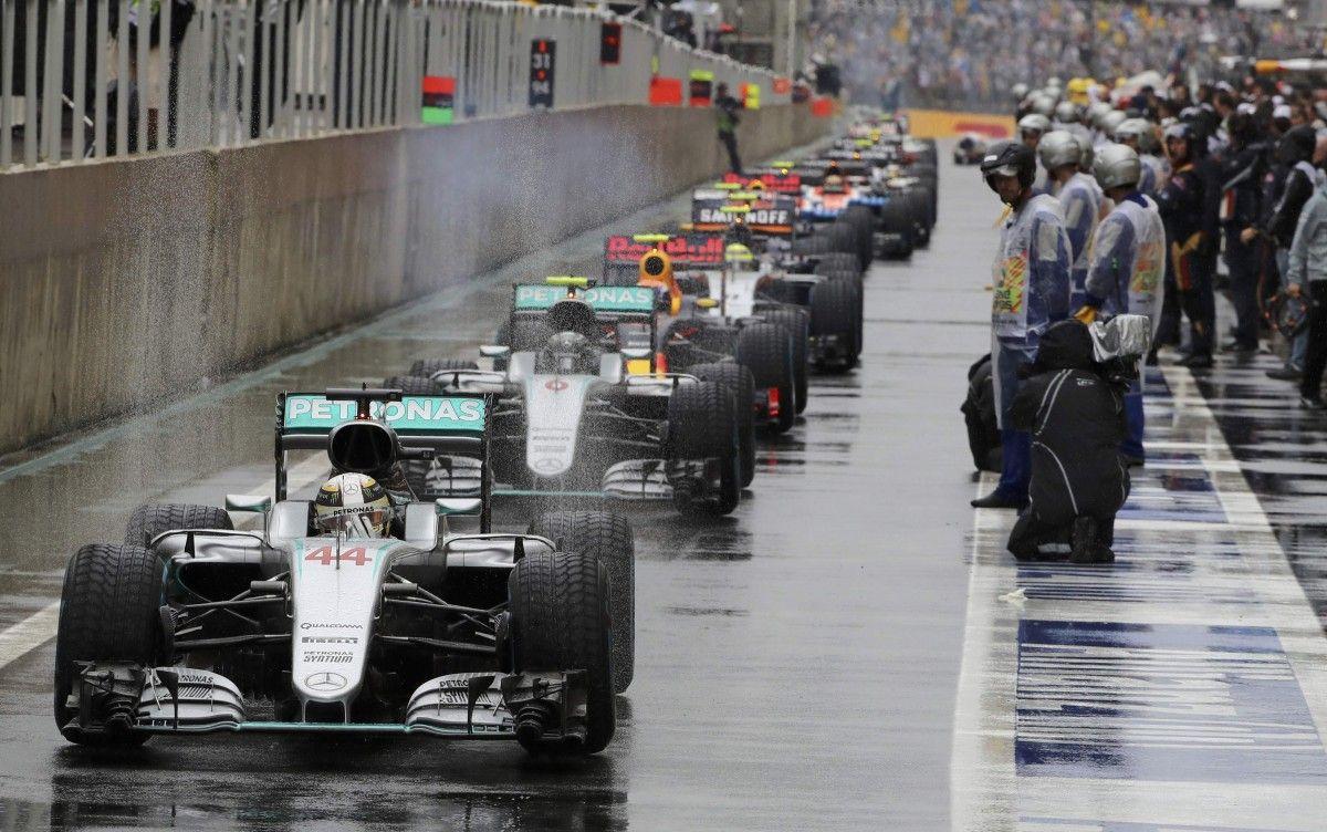 Хэмилтон лидирует на Гран-при Бразилии / Reuters