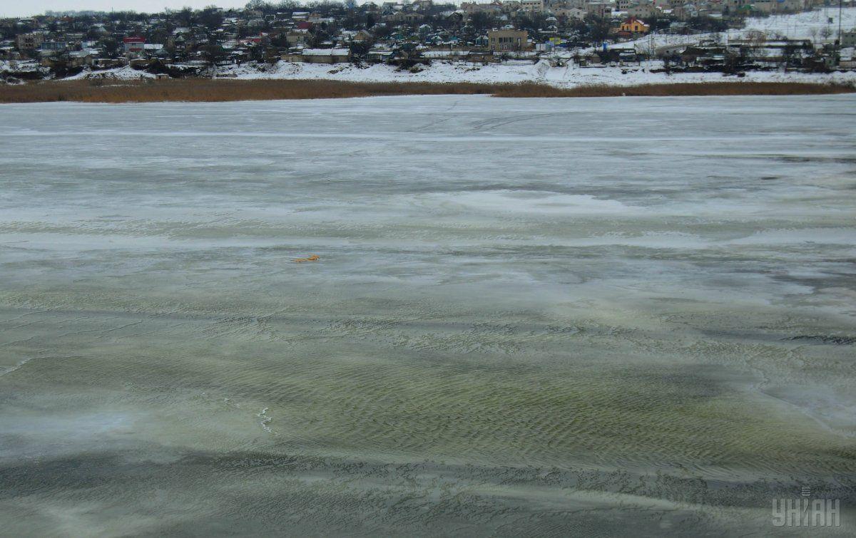 Рятувальники закликають громадян не виходити на тонкий лід / УНІАН