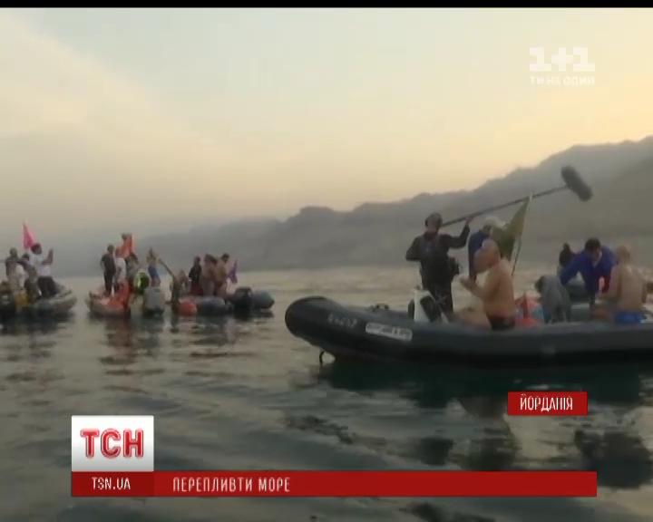 Мертвое море спасают от осушения пловцы со всего мира / Скриншот из видео