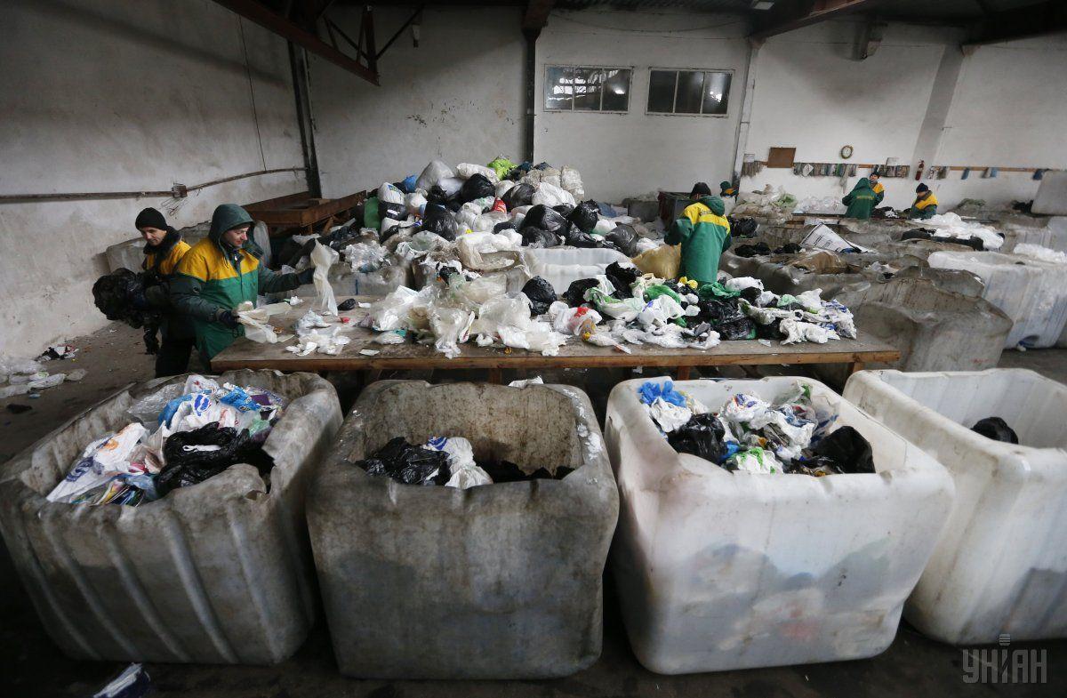 Сортування сміття / Фото УНІАН