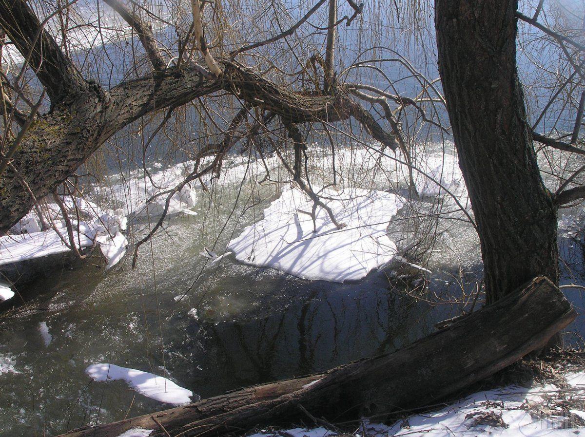 На дніпровських водосховищах очікується початок руйнування льоду.УНІАН