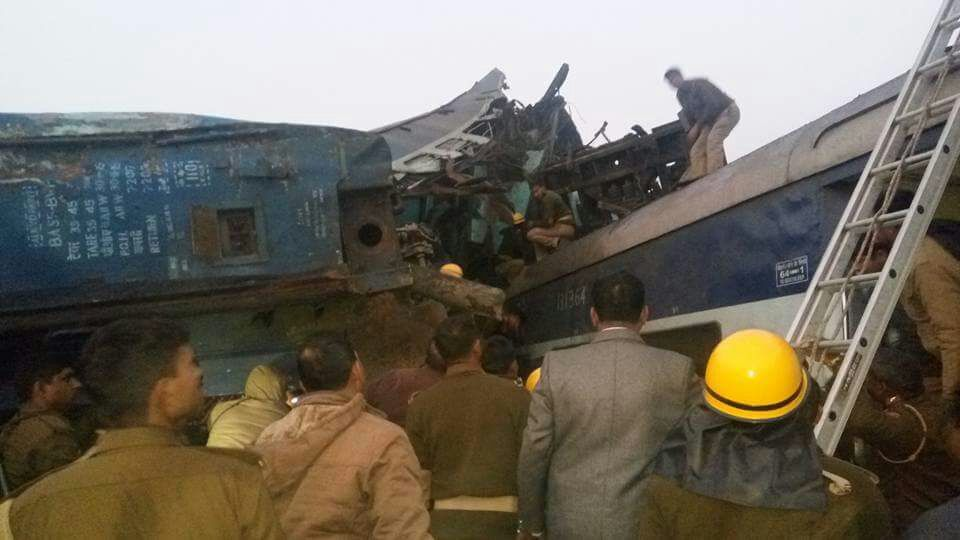В Индии несколько вагонов сошли с рельсов, что повлекло многочисленные жертвы / Фото twitter.com/shubham50555