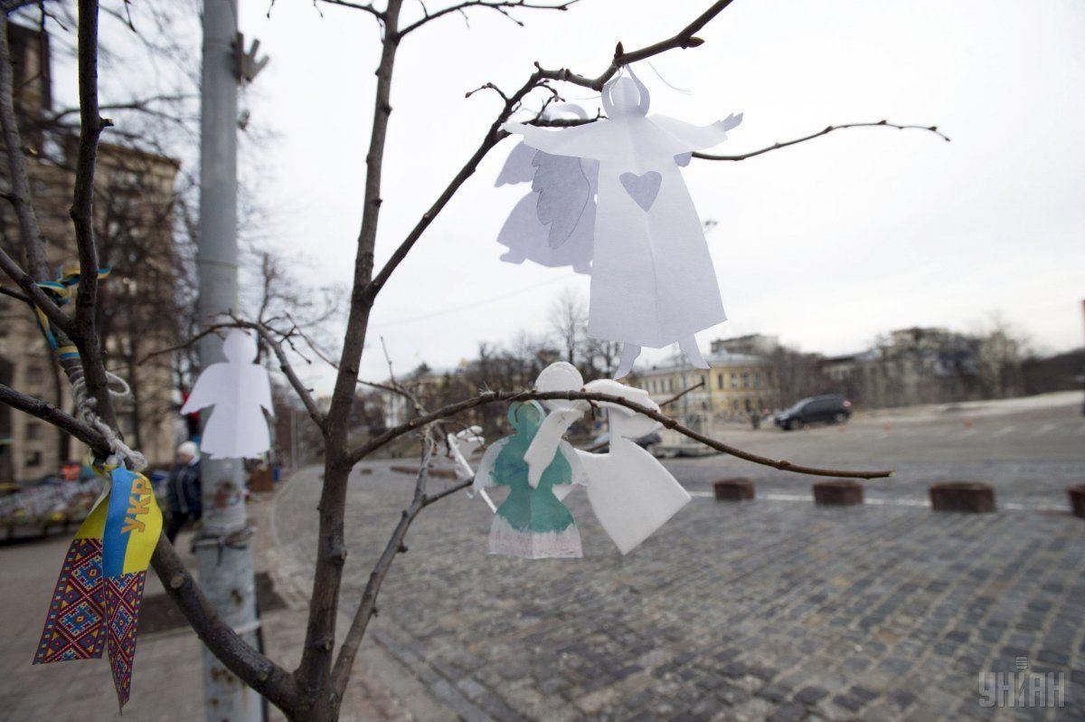 На вулиці Хрещатик та вулиці Інститутській людей наразі небагато / фото УНІАН