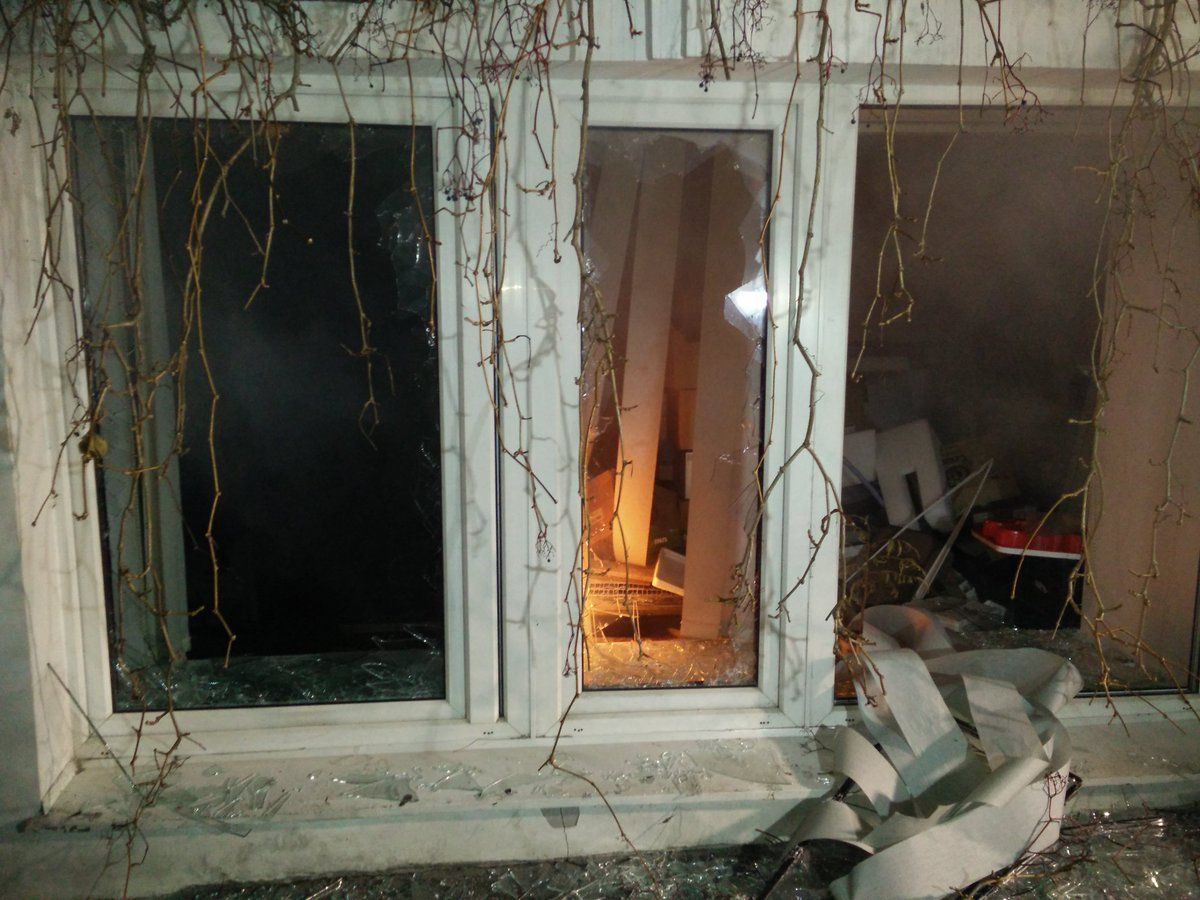 Windows in Medvedchuk's office have been broken / Photo from @PAndrusieczko