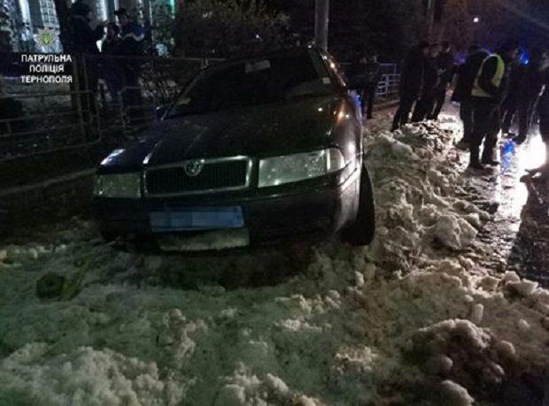 Водій заїхав у кучугуру снігу / tp.npu.gov.ua