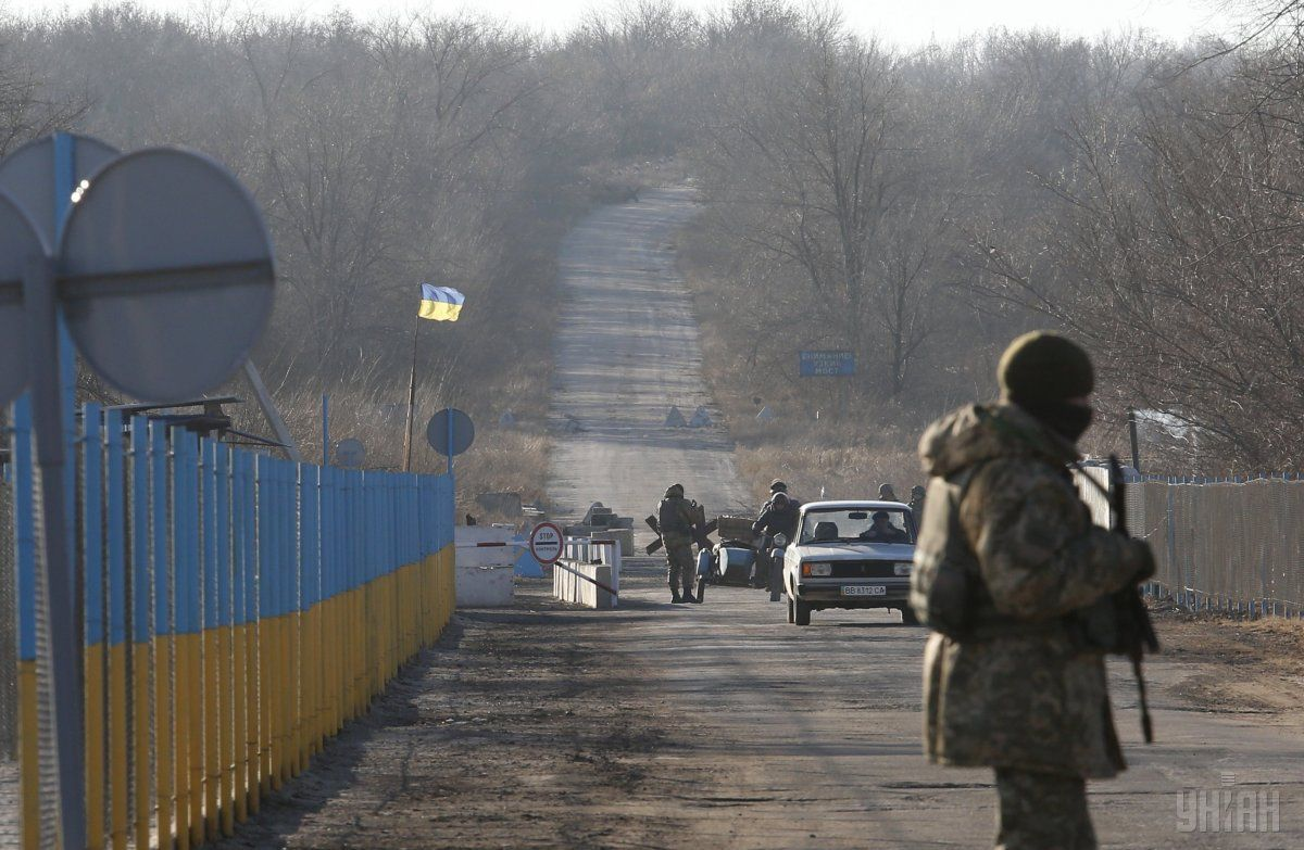 Украинская сторона возобновила его функционирования КППВ Золотое / Фото УНИАН