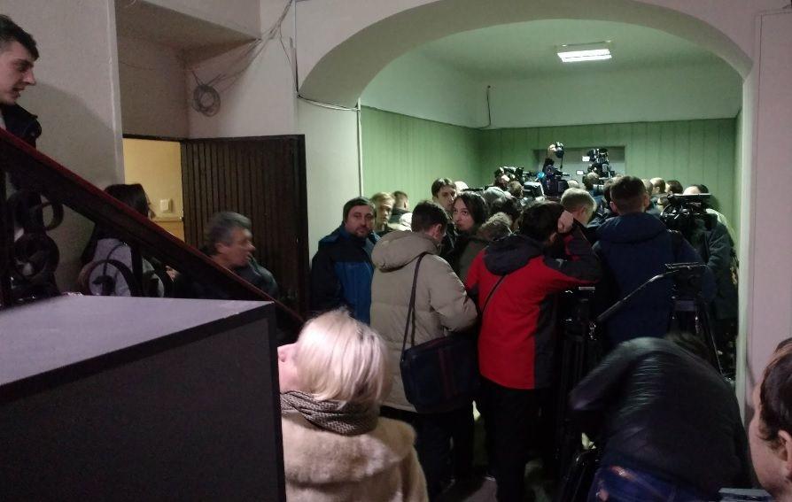 Журналісти зібралися на допит Януковича / twitter.com/PolianskaRS