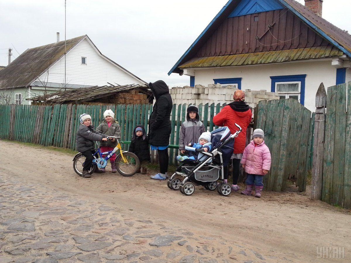 До опорноъ школи довозять дітей з сусідніх сіл / Фото УНІАН