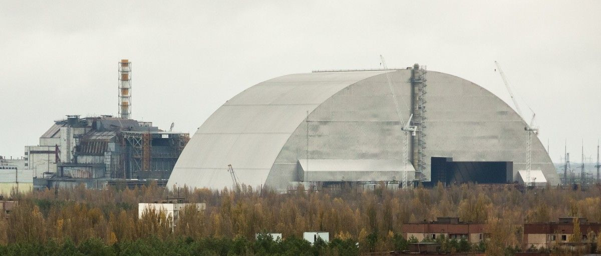 Multi-tonne steel structure in late November covered an ugly Chornobyl sarcophagus / Photo by Sergey Petrovsky