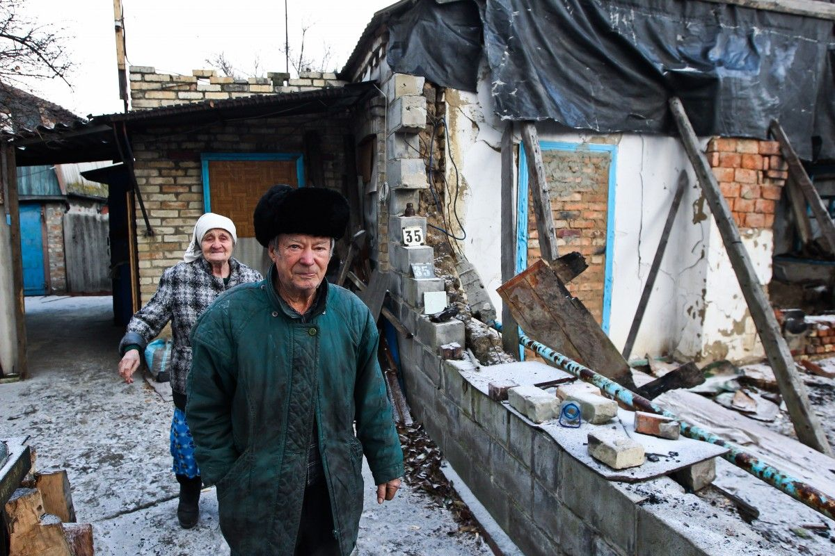 An elderly couple - Maria and Mykola – saw half of their house demolished in a shelling / Photo from UNIAN