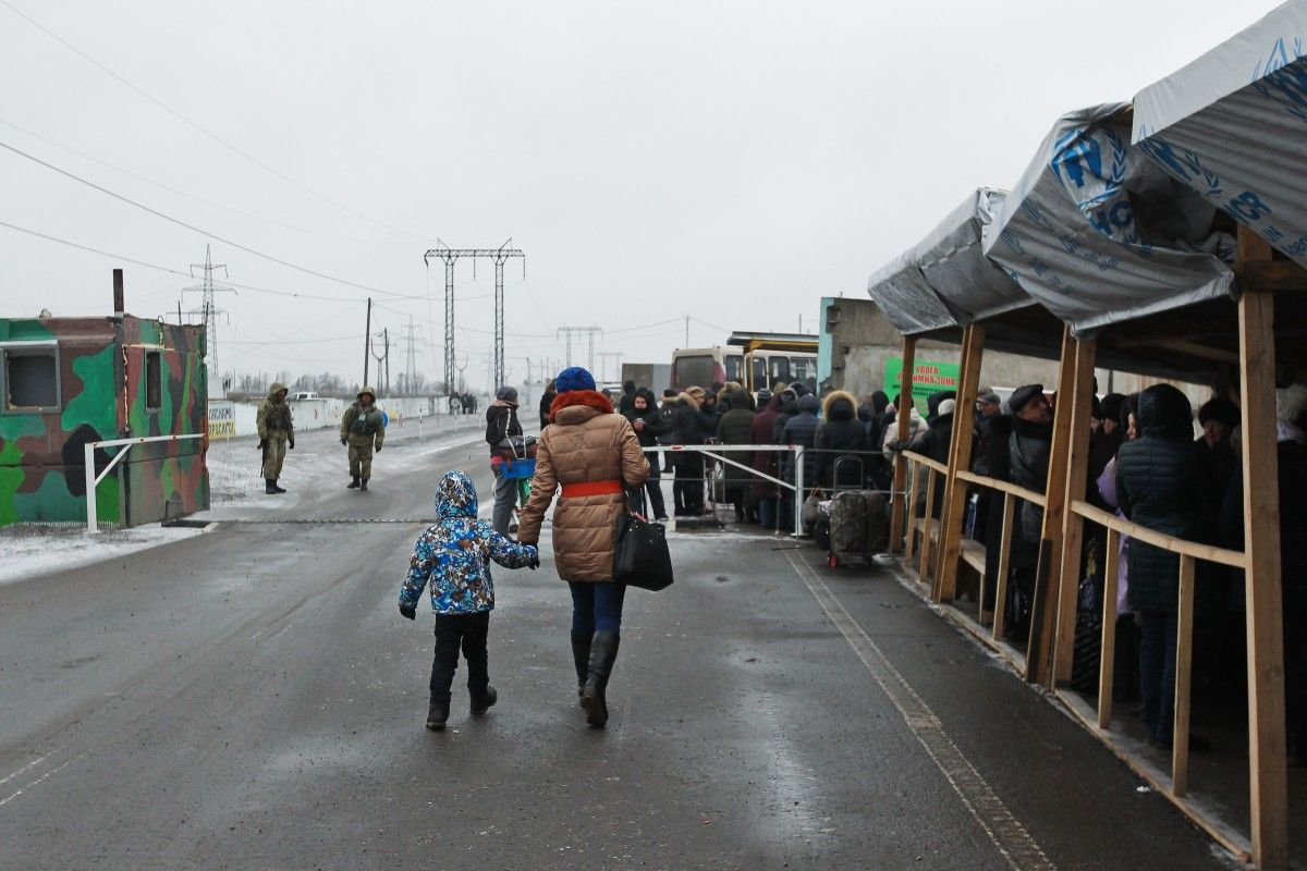 In the winter, long queues are a big problem / Photo from UNIAN