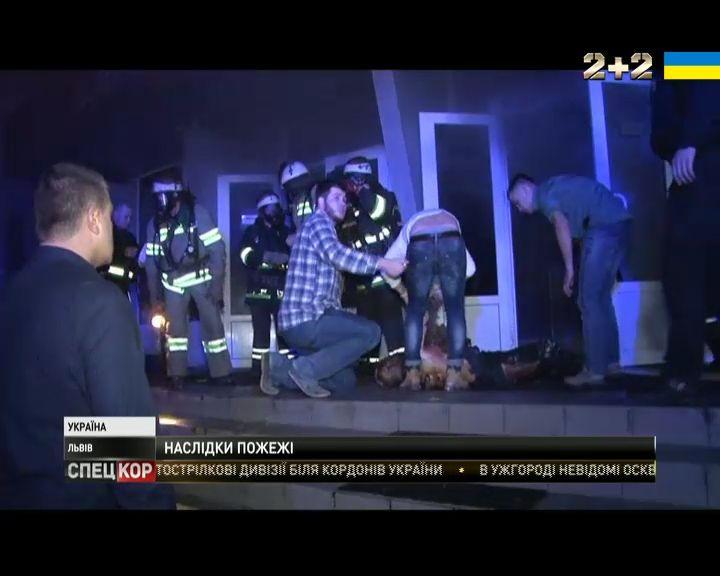 Один из пострадавших в пожаре умер в больнице / Кадр из видео 2+2