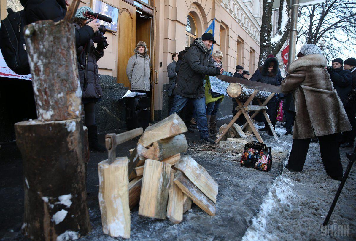 Возле Рады прошла акция против отмены моратория на экспорт леса-кругляка УНИАН