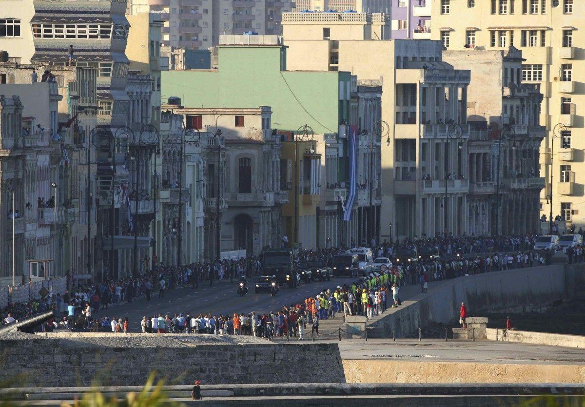 Кортеж с прахом Кастро в Гаване / REUTERS