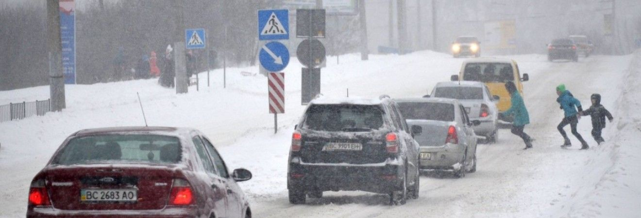 На автошляхах України місцями пройде сніг, на заході температура до +4°