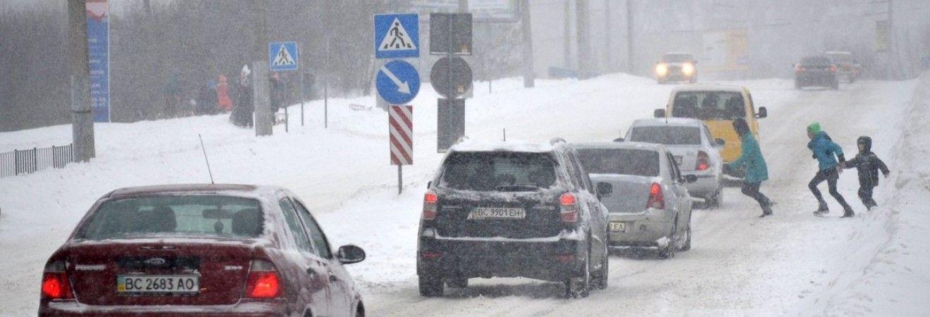 Водіїв попереджають про сніг та ожеледицю на дорогах