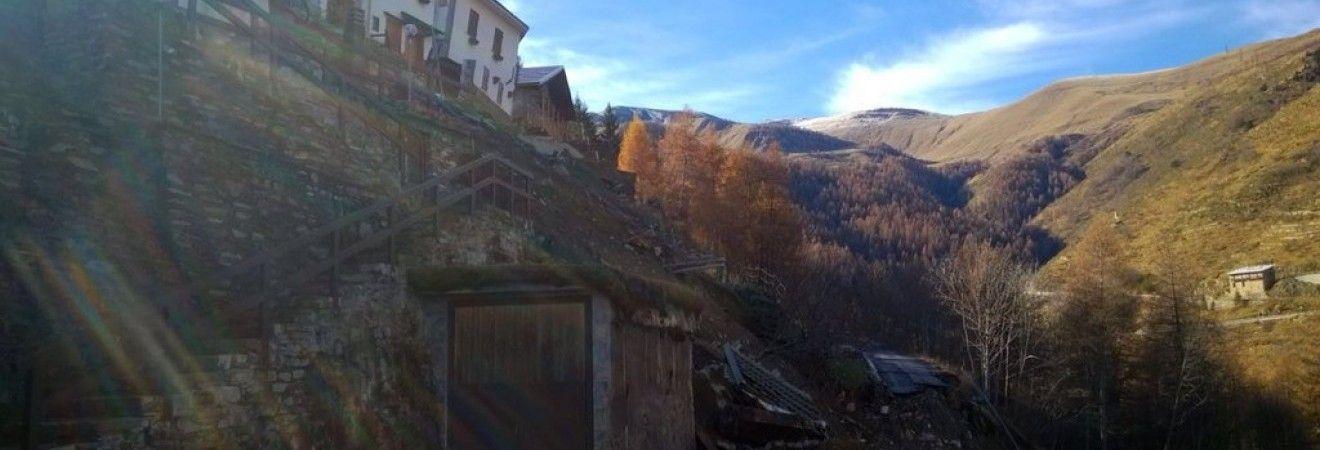 В результате наводнения в Италии погибли два человека (видео)
