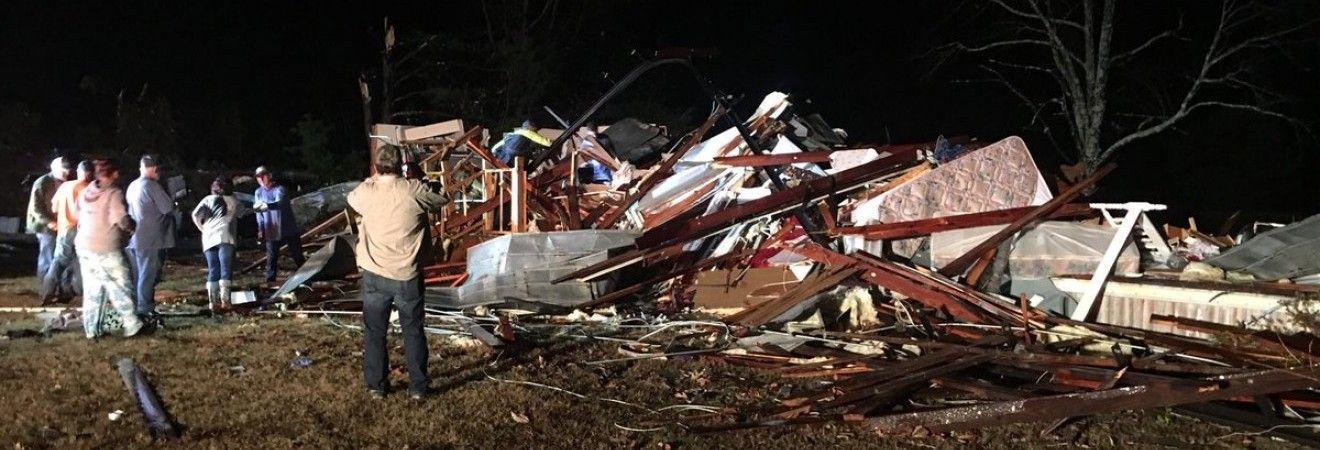 Американські штати Алабама і Міссісіпі постраждали від торнадо
