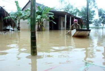 Жертвами повеней у В'єтнамі стали 13 людей