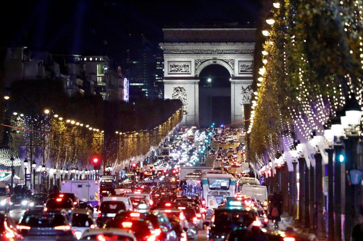 Предрождественский Париж / REUTERS
