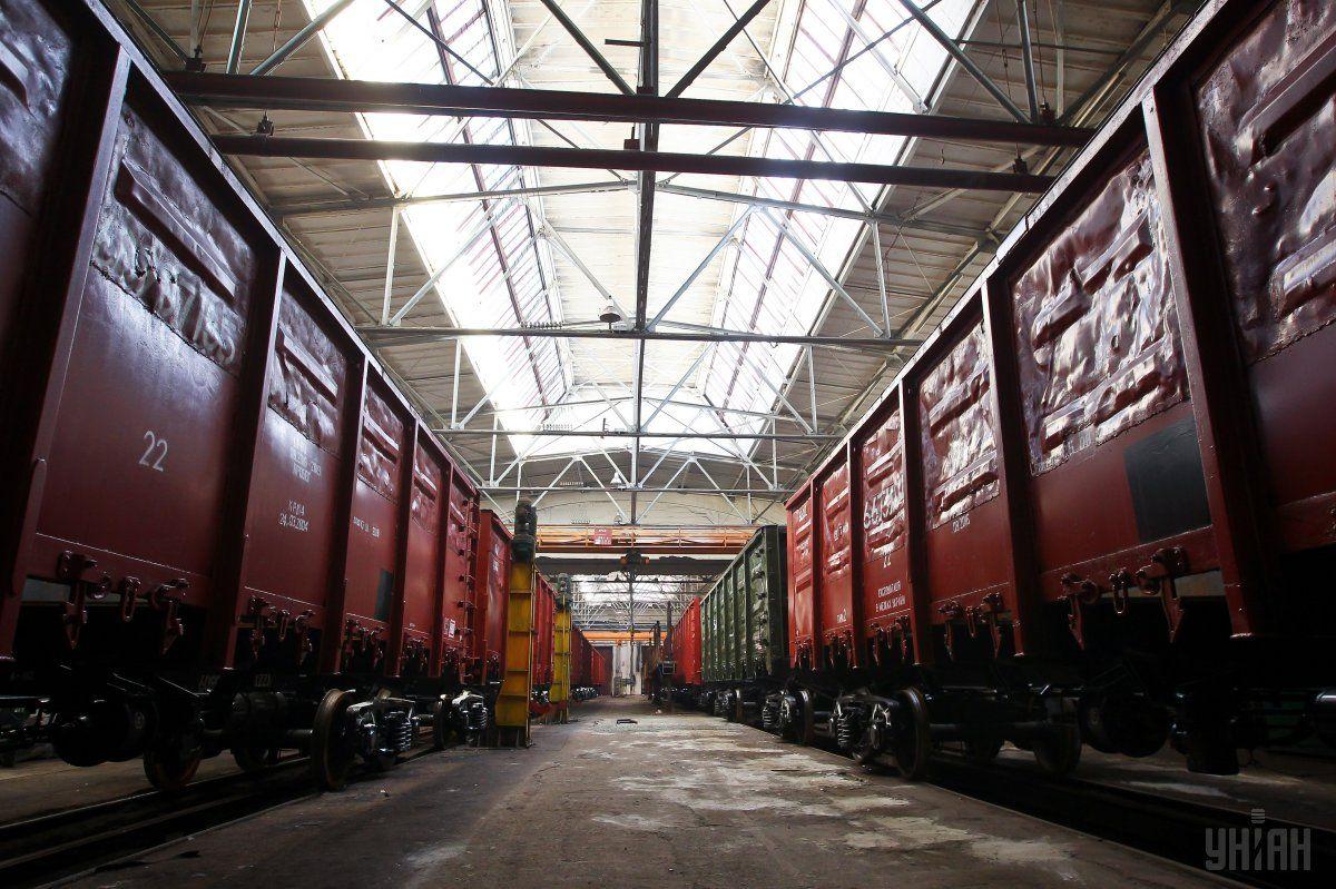 Пустые вагоны столкнулись с электричкой \ Фото УНИАН