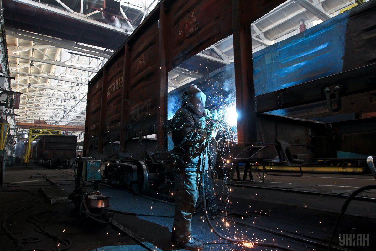 С начала года Крюковский завод произвел уже более 2 600 грузовых вагонов / фото УНИАН