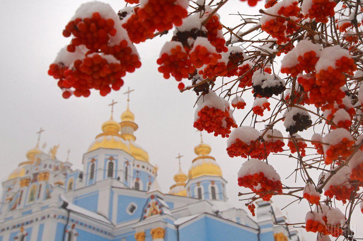 У неділю Україну засипатиме снігом та мокрим снігом / Фото УНІАН