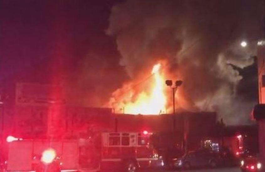 На вечірці, де були присутні близько 50 людей, спалахнула пожежа / Фото twitter.com/oaklandfirelive