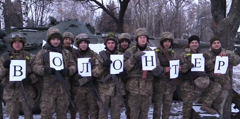Бойцы АТО поздравили волонтеров с праздником / Скриншот