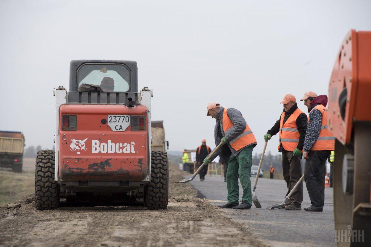 Работа по концессионным дорогам продолжается / фото УНИАН